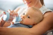 Čo robiť, keď bábätko nechce piť?