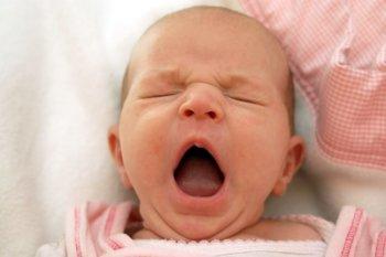 Čo robiť, keď bábätko nechce spať?